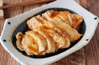 レンジで簡単☆鶏むね肉のピリ辛みそチャーシュー