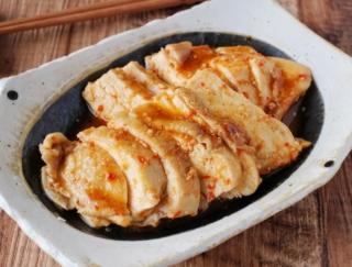 うま辛でご飯にぴったり! 「レンジで簡単☆鶏むね肉のピリ辛みそチャーシュー」 #今日の作り置き