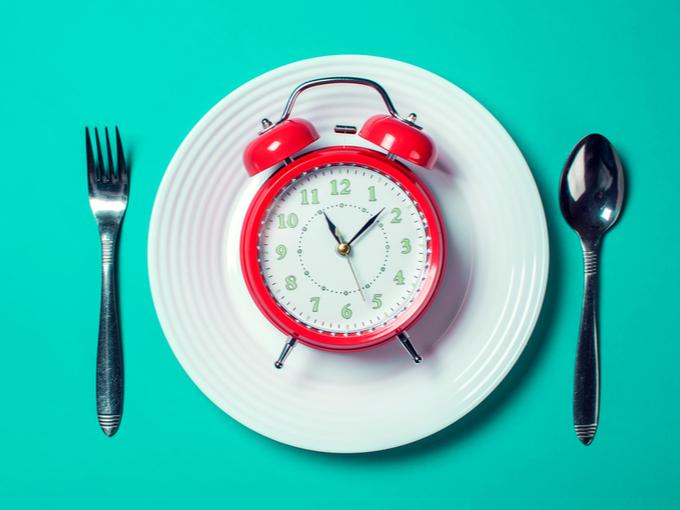 お皿の上にのった時計