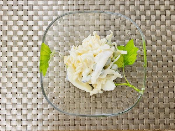 ザワークラウトを混ぜたサラダ