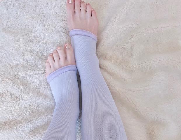 おやすみタイプ シェイプソックスを両脚ではいてみた