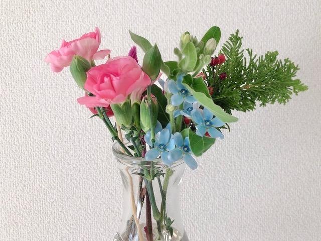 届いたお花を花瓶に入れた様子