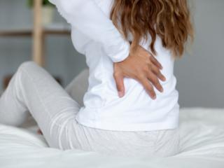 花粉症の季節に注意! 20代~40代に多い現代病「腰椎椎間板ヘルニア」の実態と最新治療法