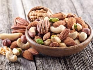 アーモンド、くるみ、カシューナッツ、ごま。いちばん低糖質なナッツはどーれだ?!~ダイエットに役立つ栄養クイズ~