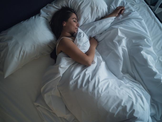 寝るとやせやすくなるってホント!? 睡眠と筋トレの関係性クイズ