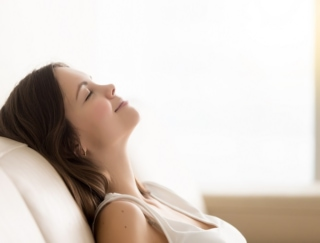肩こり、疲れ目、運動不足…在宅ワークの疲れ解消に「プチ瞑想」をしよう!