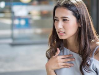 ムカムカしてイヤな症状! 胸やけを治すには? 海外研究で示された「生活改善5つポイント」