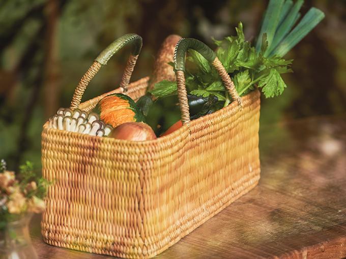 かごに入った季節の野菜