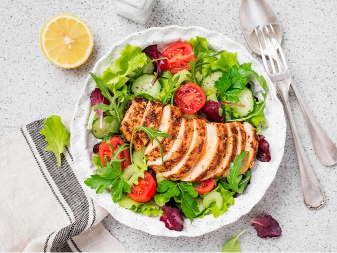 野菜と鶏肉のサラダ