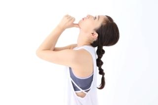 首の太さは頭の位置のズレが原因! ほっそり首になれる3段階ストレッチ