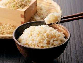 玄米のほうが白米の6倍も含まれる成分は、何だと思う?~ダイエットに役立つ栄養クイズ~
