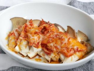 切って、のせて、オーブンに入れて完成!「エリンギとキムチのチーズトースター焼き」