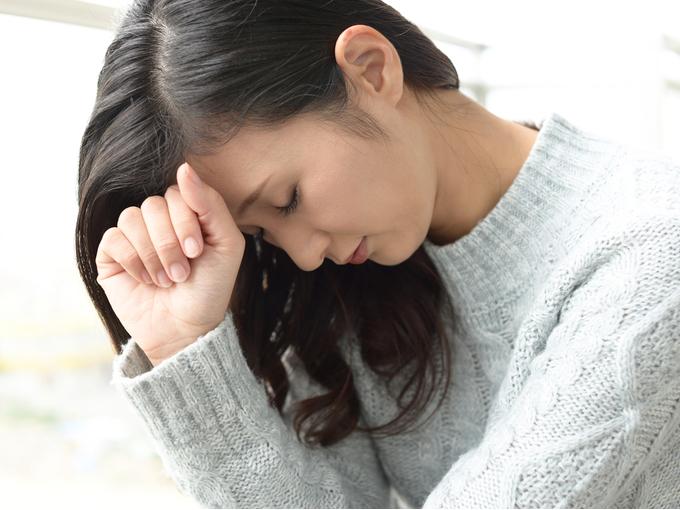 憂うつな様子の女性