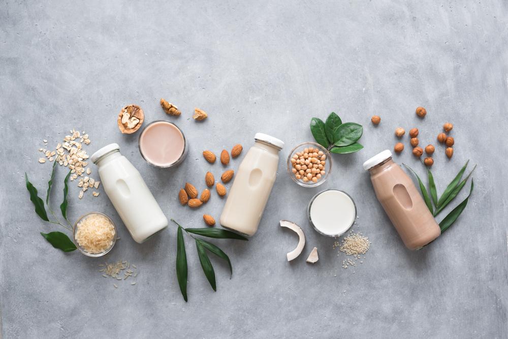 植物性のミルク4つ