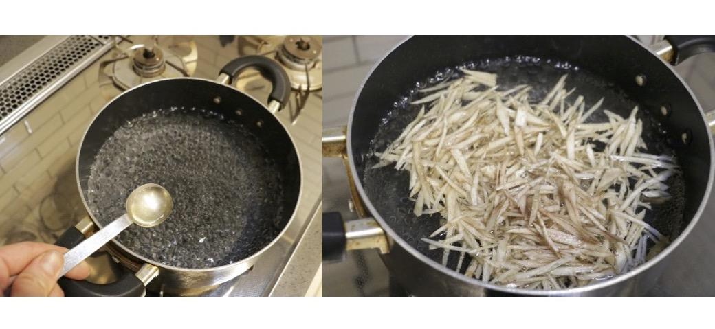 そぎ切りにしたごぼうを熱湯を沸かし、お酢を入れた鍋に入れてゆでる