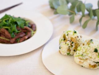 [三つ葉の簡単レシピ]おにぎりと炒め物で、余らせず使い切る!