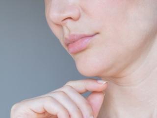 化粧水の塗り方に注意! シワ&たるみ顔の原因になる4つのNGスキンケア