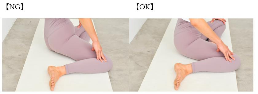 左写真はNGおしりが浮いた状態。右写真はOKおしりが床についた状態。
