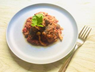 お手軽レシピのヒミツは缶詰♪ カレー風味がおいしい「さばとしめじのトマト煮込み」#今週の作り置き