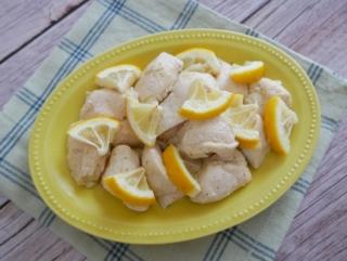 レモンの香りでサッパリおいしい♪「鶏むね肉とレモンのオーブン焼き」#今日の作り置き