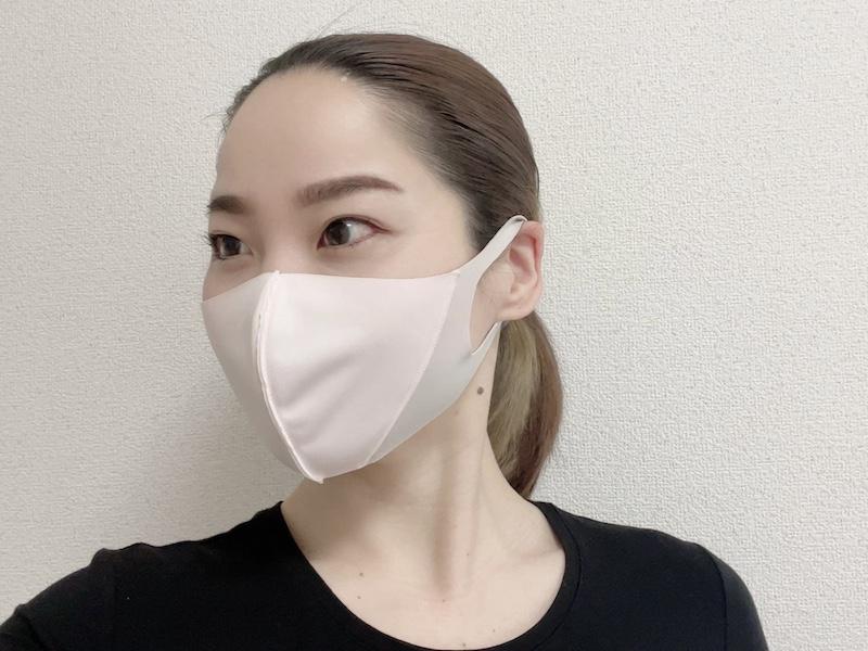 進化系マスクを装着した寒川さん横顔