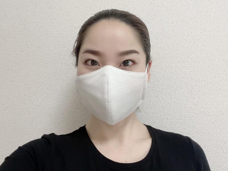 リラクシングマスクをつけた寒川さん