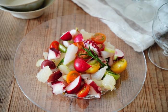 切って混ぜるだけ♡ ビタミンCがとれる「さっぱり野菜と魚介のローズマリーマリネ」 #西岡麻央のヘルシーおつまみ