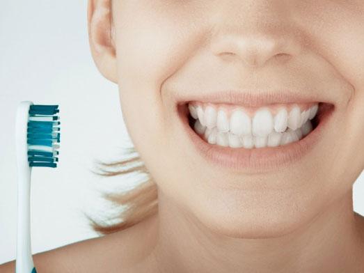 歯ブラシと口もとの画像