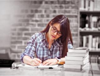 勉強は「紙とペン」で! デジタルツールとの学習効果の違いを海外研究が明らかに