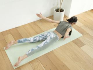 [5分で宅トレ!]美コア・トレーニングで肩甲骨まわりを鍛え、魅せるバックスタイルに!
