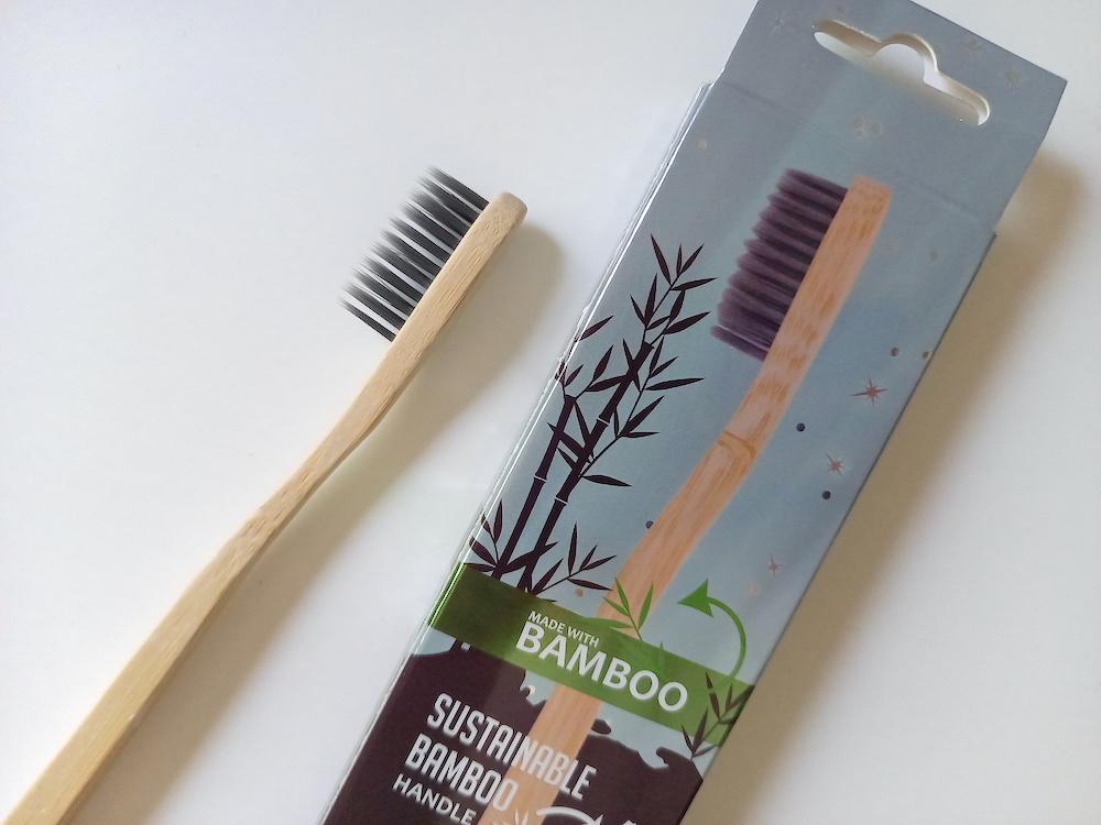 バンブー歯ブラシのブラシ部分アップ