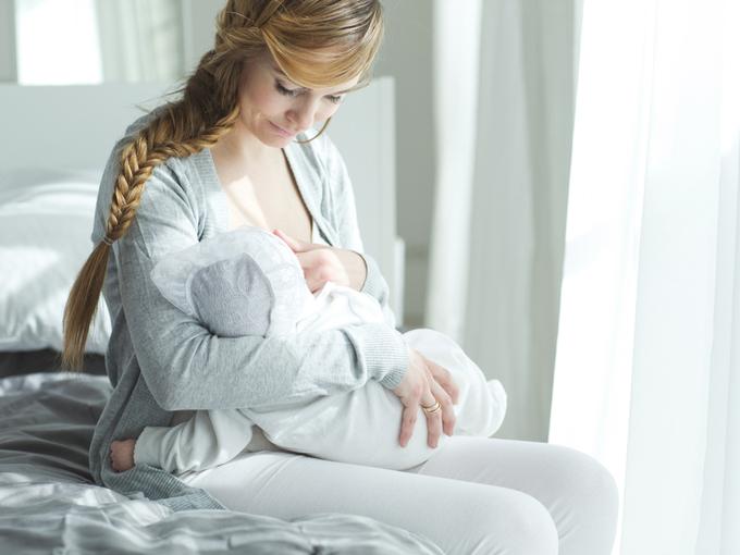 授乳中の母親