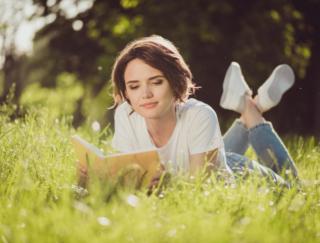 読書はコミュニケーション能力を高める! 海外研究は「小説」に注目