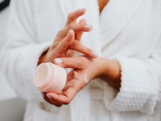 """季節の変わり目、敏感肌のプロが実践する""""安定したお肌""""をキープするための3つのこと"""