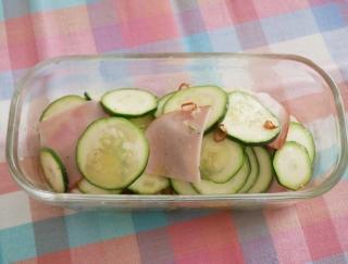 おいしい夏野菜でビタミン補給♪「ズッキーニとハムのペペロンチーノ風」#今日の作り置き