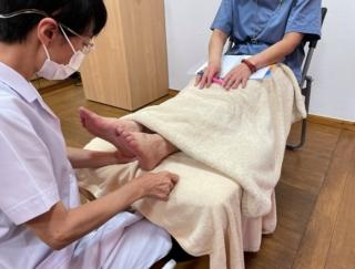 梅雨時期や夏場に肌のしっしんやかゆみがツラくなる人は必見! 足刺激でデトックスする方法