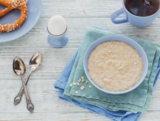 オートミールの食物繊維量は白米の何倍?~ダイエットに役立つ栄養クイズ~