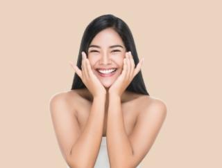 ポジティブな感情は表情に出にくい?! 歯科医師が教える、すきま時間で気軽にできる小顔マッサージと笑顔のトレーニング