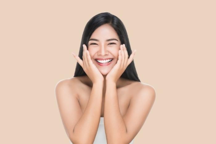 笑顔の女性画像