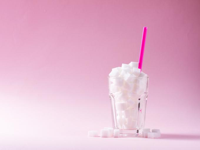 グラスに入った砂糖