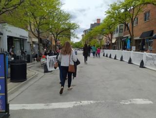 アメリカ・シカゴ郊外の街では歩行者天国が大人気! 街の施策で活気をとり戻す