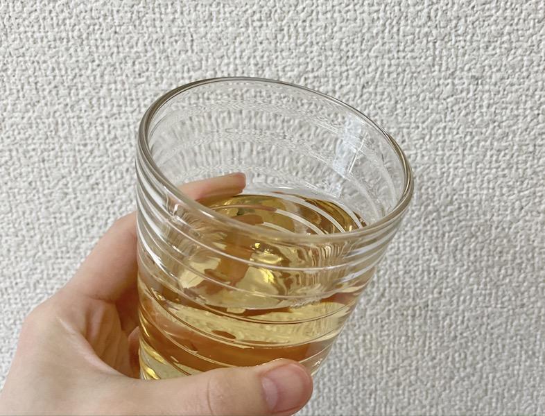 カップに注いだビューティービネガー 美酢