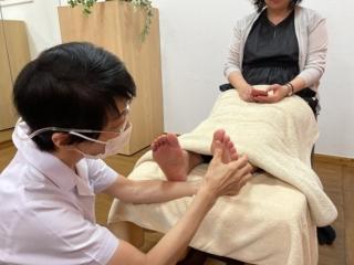 精神不安になりやすい人は三半規管が弱いかも…? 足の甲を刺激して自律神経バランスを整えよう!