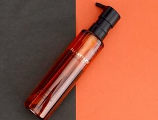 《シュウ ウエムラ》を代表するサステナブルな「クレンジングオイル」の使用感・洗浄力をチェック!