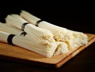 「冷や麦」と「そうめん」の違いは?~ダイエットに役立つ栄養クイズ~