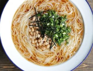 納豆で腸活! 食欲がなくてもつるっと食べられる「冷やし納豆のねぎ塩そうめん」