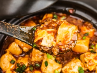 豆板醤(トウバンジャン)、オイスターソース、ナンプラー、赤みそ。いちばん塩分量が多いのは?(10g中)~ダイエットに役立つ栄養クイズ~