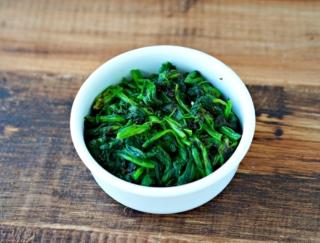 シンプルだけど、栄養満点! 磯の風味香る「ほうれん草ののりつく和え」 #今日の作り置き