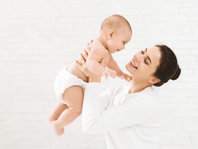 ママと赤ちゃんの笑顔の写真