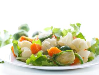 野菜の栄養、茹でるとなくなるは本当?茹で野菜のメリットを紹介